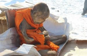 200-летняя мумия тибетского монаха всё ещё жива