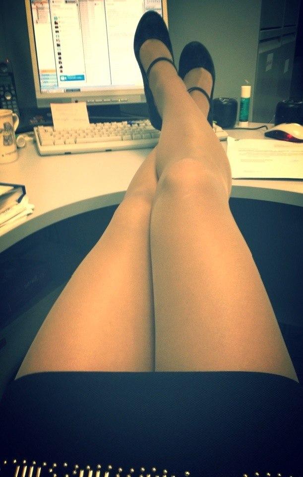бесплатное русское красивые девушки ноги в офисе если